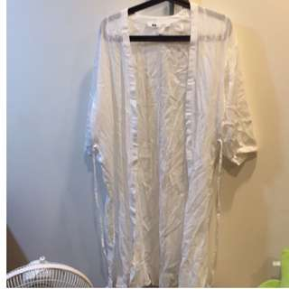 🚚 UNIQLO七分袖白色罩衫