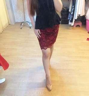 Rok merah brokat / rok span murah / red span skirt / hnm / zara / mango / charles and keith / cnk