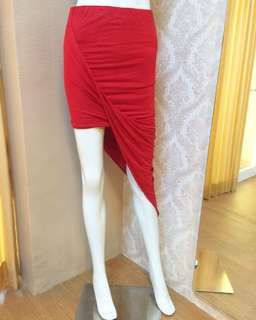 Lookboutique store red asymetric skirt / rok pantai sexy / rok merah asimetris / rok span merah / hnm / stradivarius / bershka / magnolia