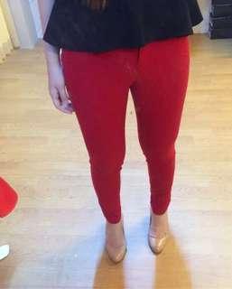 The executive red long pants / preloved baju kantor / preloved celana merah / preloved zara / stradivarius / pull n bear / hnm