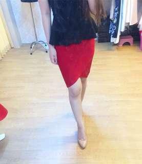 Red span skirt / sexy bodyconskirt / preloved zara / miniso / uniqlo / rok span merah baju kantor