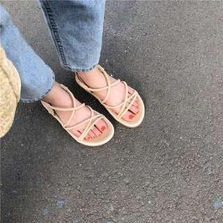 全新現貨35號❤️軟底杏色交叉涼鞋 微厚底