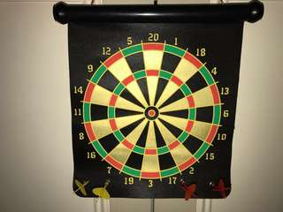 Magnetic Dart Board + 2 Yellow/Red Magnetic Darts