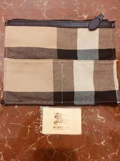 Pouch burberry not authentic