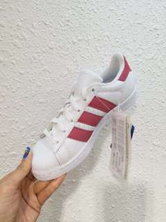 adidas童裝鞋特價$940碼數:362/3, 37, 38, 382/3
