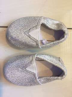 METALLIC SLIP ON
