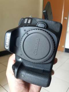 CANON 80D Body +BATTERY GRIP(4Batteries)