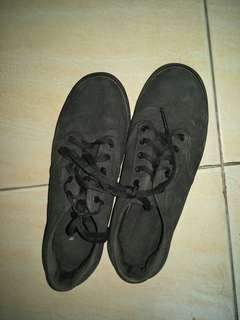 PRE-LOVED VANS AUTHENTIC ALL BLACK
