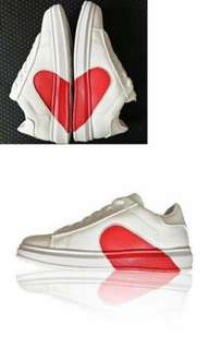 White shoes 500 pesos only