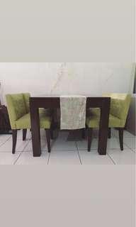 Meja makan 4 kursi (meja kayu)