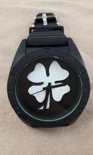🚚 Swatches精緻手錶神秘黑色置身叢林獨孤求敗