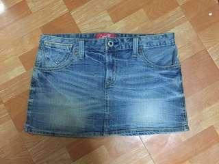 Levi's 牛仔短裙(尺寸27)