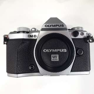 New Olympus E-M5 II body only