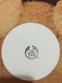The body shop cushion foundation comoros vanilla 02