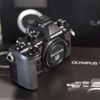 Olympus E-M1 (Warranty Nov 2018)
