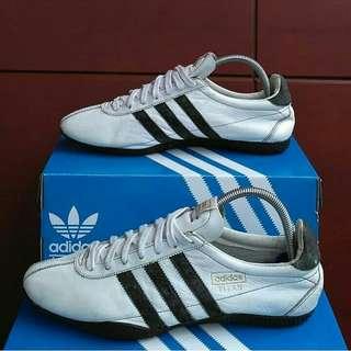 Adidas Titan Original