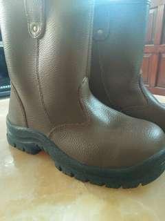 Preloved sepatu boots ujung besi laki laki