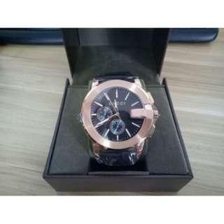 GUCCI新款牛皮錶帶藍寶石鏡面計時石英防水腕錶古馳手錶YA101202 男款手錶 手錶 正品