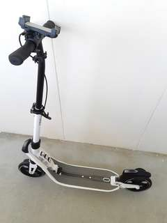 D-MAX 9 Adult Scooter with Front handle brakes