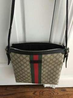 Gucci Supreme GG Messenger/Crossbody bag