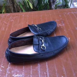 Messy black leather shoes. Size 45.  Used only four times and in good condition.