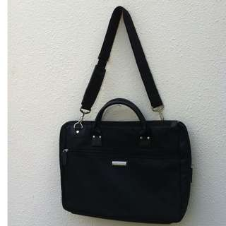 Samsung laptop bag. Used only twice.  In very good condition.