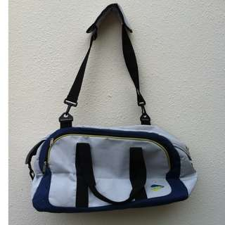 Blue sports bag. Dimension 50 x 26 x 28cm height. In good condition.
