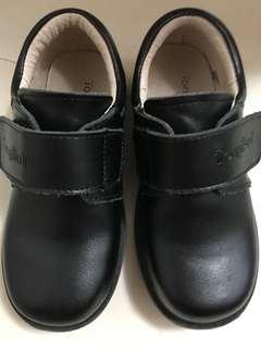 黑色返學皮鞋