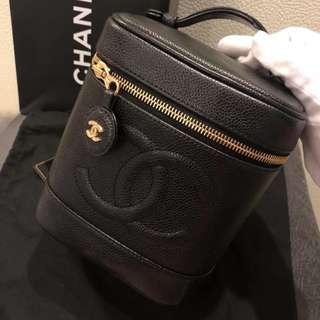 Chanel classic black caviar 化妝袋連24k 金真皮斜咩鏈