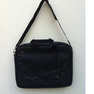 Acer laptop bag. Used only twice. In good condition.
