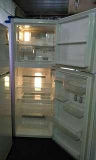 Westinghouse frost-free fridge freezer 310 litres