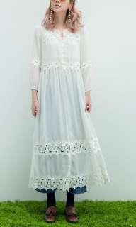 轉賣A fad 韓。仙女Fu蕾絲雕花長洋裝。白色