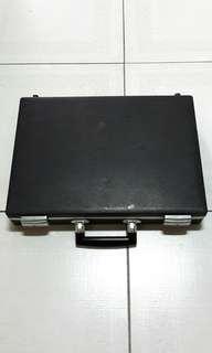 老式硬殼手提箱