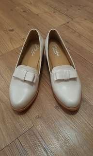 🚚 復古蝴蝶結米白便鞋樂福鞋