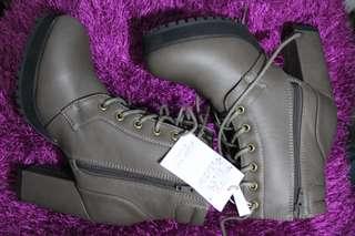 Nice Claup Gray High heeled Boots