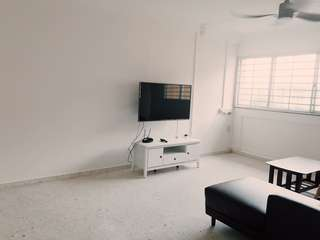 Tampines MRT! Newly furnished Room