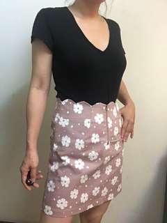 🚚 POONE 三折出清 粉色花瓣裙