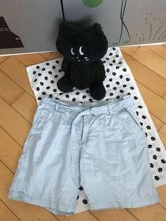 Uniqlo 粉藍色麻棉短褲