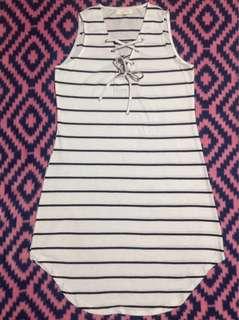Sleeveless crisscross dress