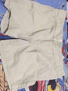 Celana pendek giordano