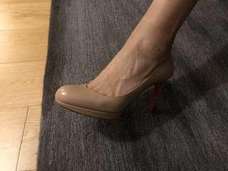 Christian Louboutin size 40 11cm heels (基本全新)