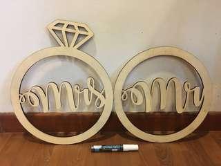 Wooden Bride & Groom Deco