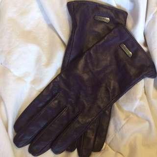 Clavin Klein gloves
