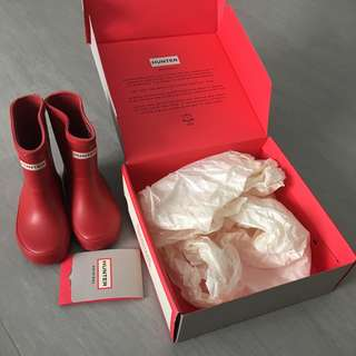 Hunter kids rain boots (just worn once 98% new)