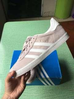 Adidas Gazelle size 8 Womens