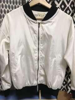 🚚 白色外套 #畢業一百元出清