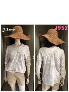🚚 J952全新韓版棉麻前後V領米底白點上衣氣質文青小清新學院上學上班森女 shirt J-Lounge