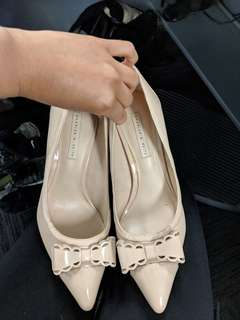 Nude stillettos with bow size 5
