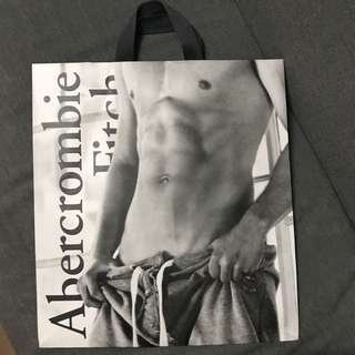 Abercrombie and Fitch 大紙袋