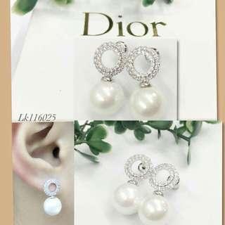 Dior pearl earring